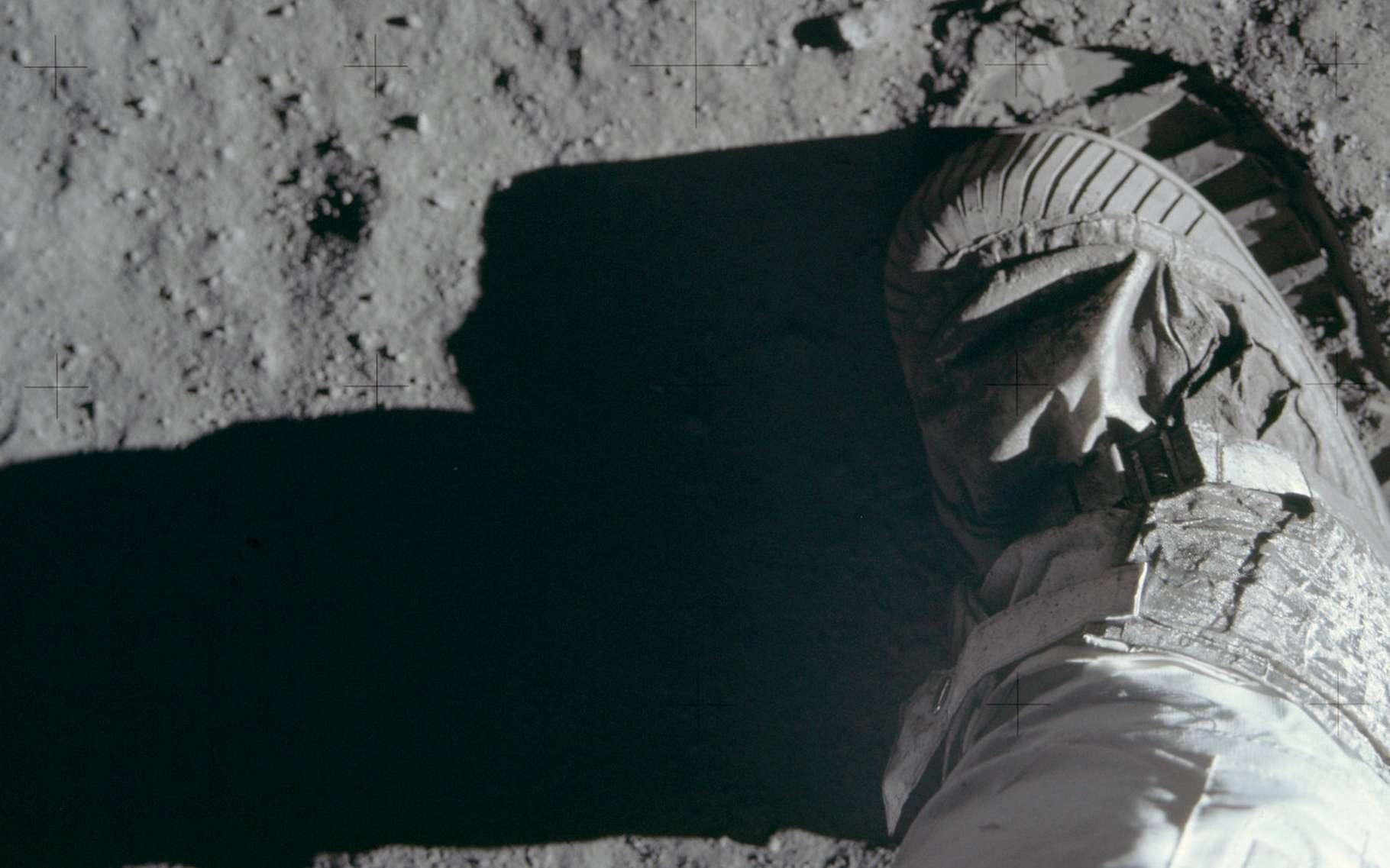À quelques jours de fêter le 50e anniversaire des premiers pas de l'Homme sur la Lune, une journaliste révèle qu'une anomalie classée a bien failli tuer les astronautes d'Apollo 11 juste avant leur retour sur Terre. © Project Apollo Archive, Flickr, Domaine public