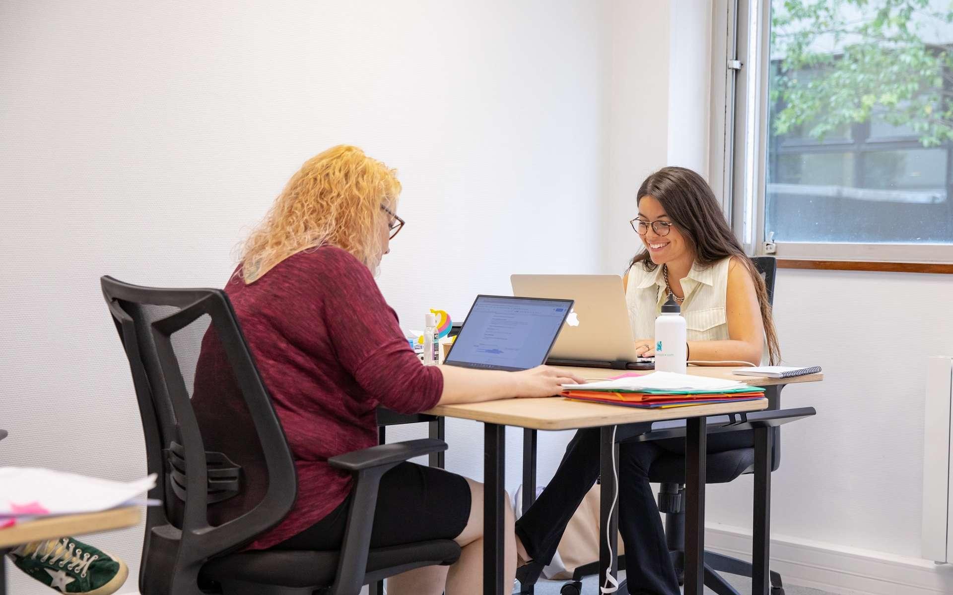 Le cursus Data Hôtesse de DataScientest a pour objectif de former les femmes aux métiers de la data et de les aider à retrouver un travail rapidement. © DataScientest.