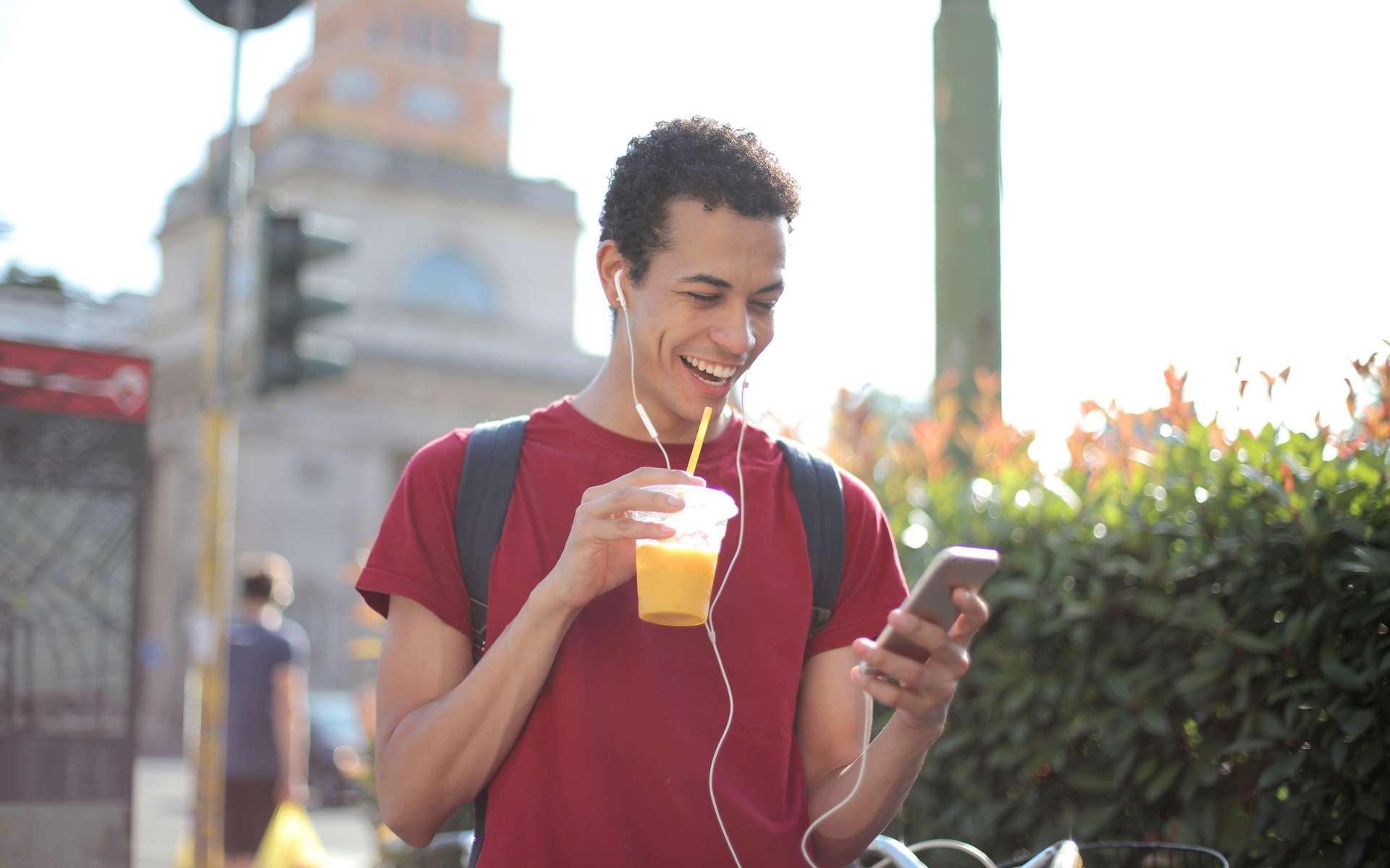 Le forfait 50 Go est à 10 €/mois à vie chez Cdiscount Mobile © Andrea Piacquadio, Pexels
