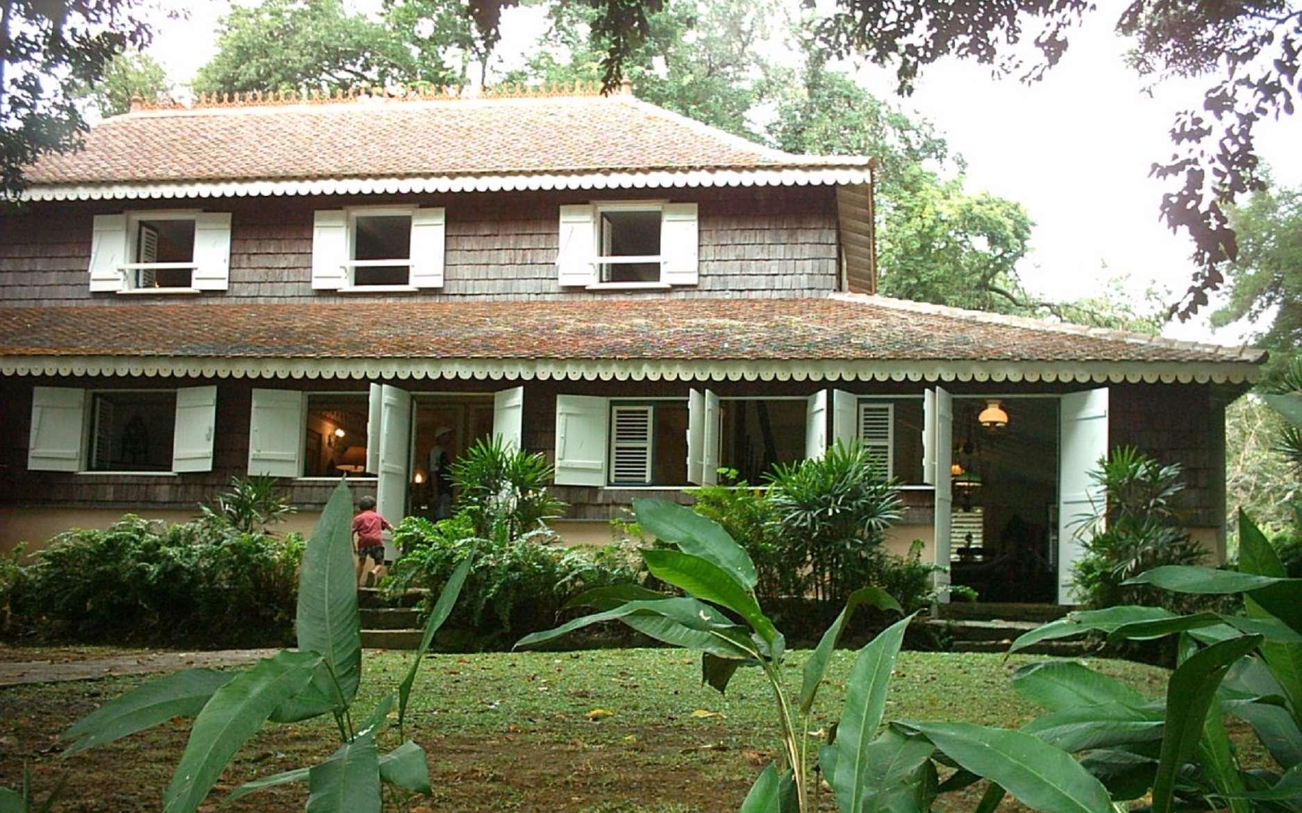 Habitation Clément, classée Monument historique. Architecture antillaise traditionnelle d'une plantation sucrière fin XVIIIe siècle, Martinique. © Wikimedia Commons, domaine public.