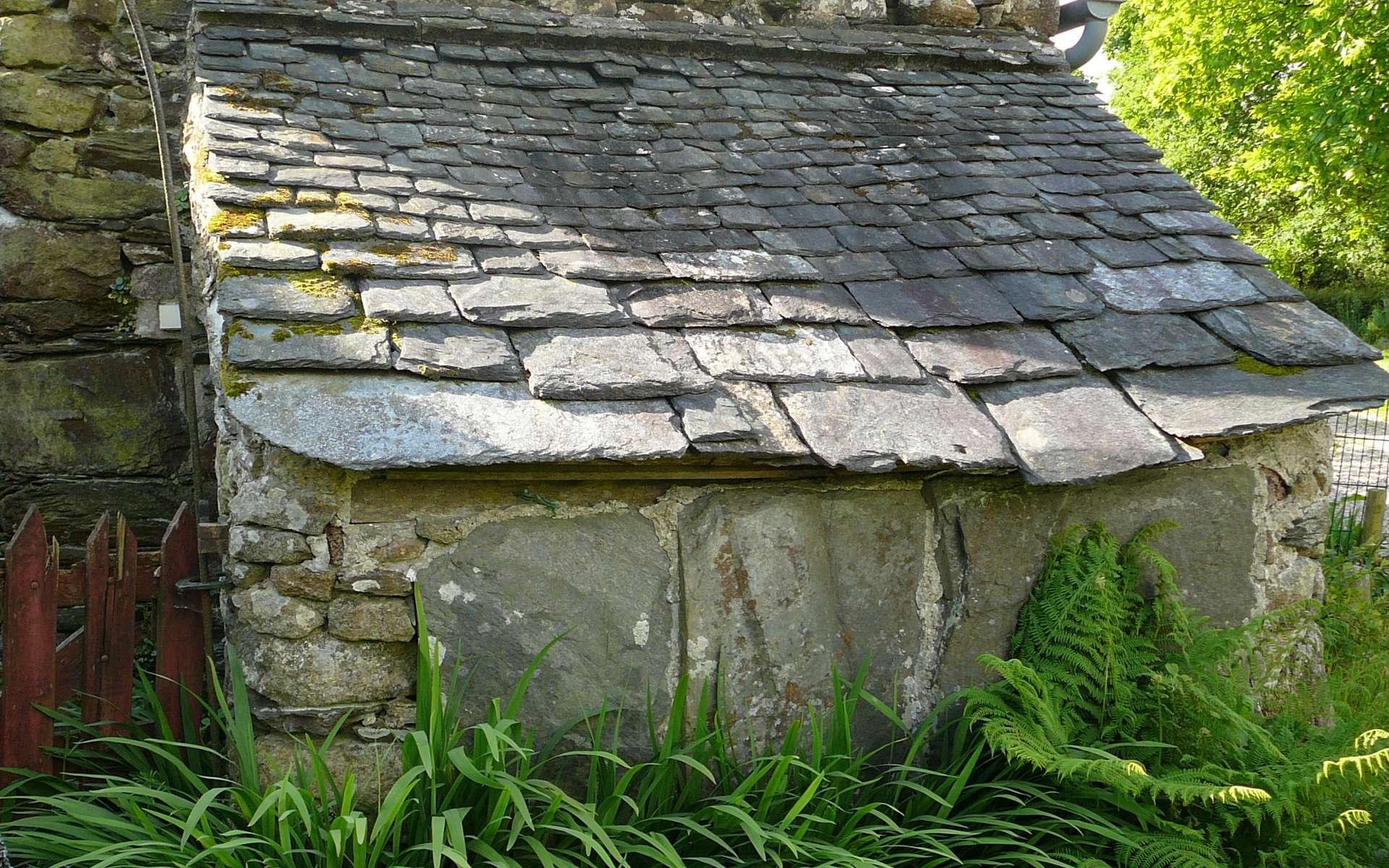Un appentis est un toit en forme de auvent. © Moreau.henri, domaine public, Wikimedia Commons