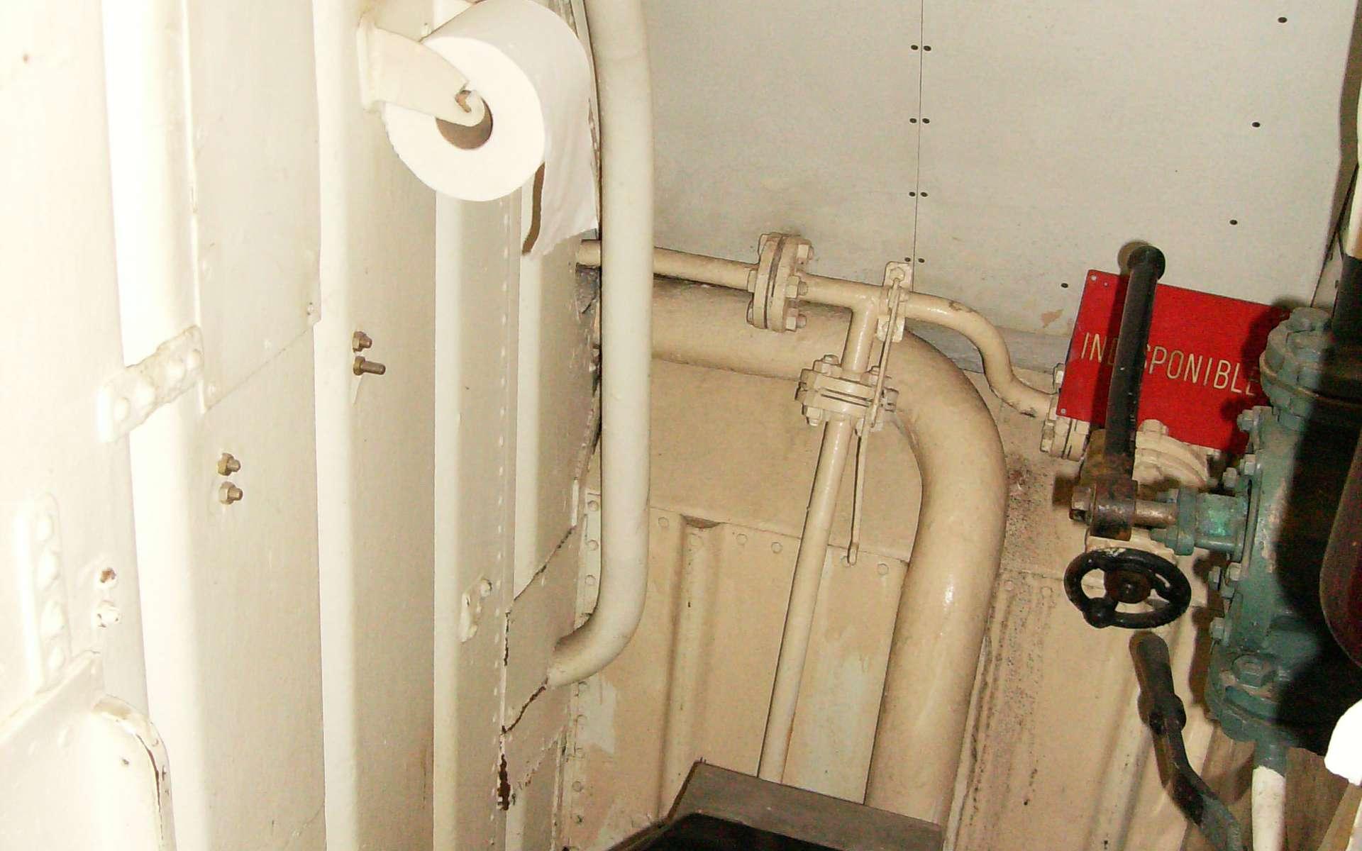 La pipe de raccordement sert à lier des tuyaux ou des conduits entre eux. © Abxbay, Domaine public, Wikimedia Commons