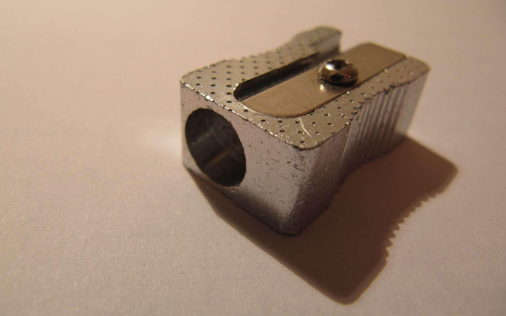 Le taille-crayon, l'outil des trousses d'enfance. L'objet se collectionne, on est alors un molubdotemophile. © Onyssius, CC BY-SA 3.0, Wikimedia Commons