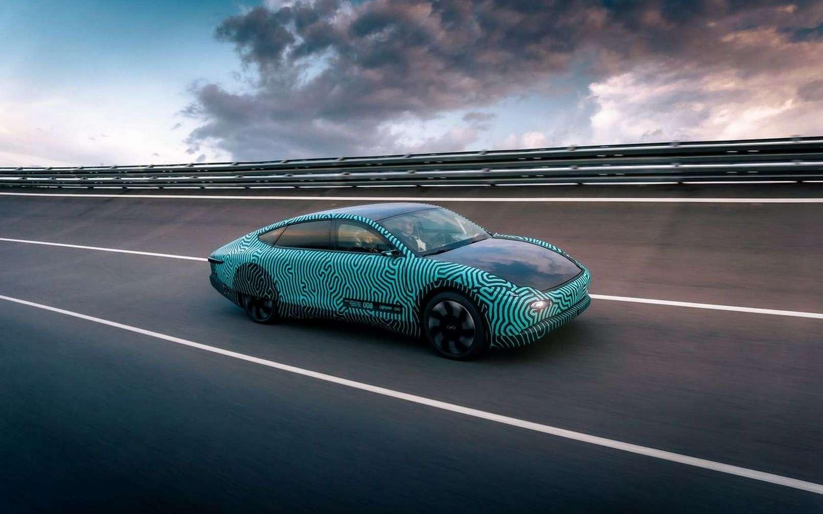 La voiture solaire Lightyear One lors de son essai d'endurance sur piste. © Lightyear