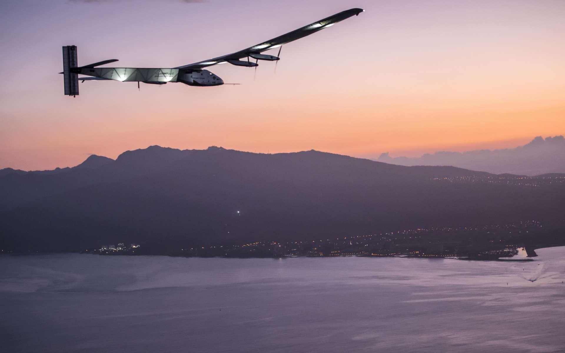 Le SI2, l'avion solaire du tour du monde, s'est posé à Hawaï le 3 juillet 2015. © Solar Impulse, Revillard, Rezo.ch