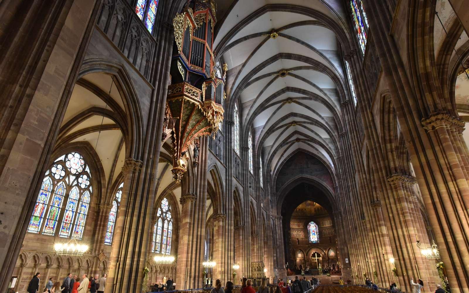 La nef de la cathédrale de Strasbourg. © hminnx, Flickr