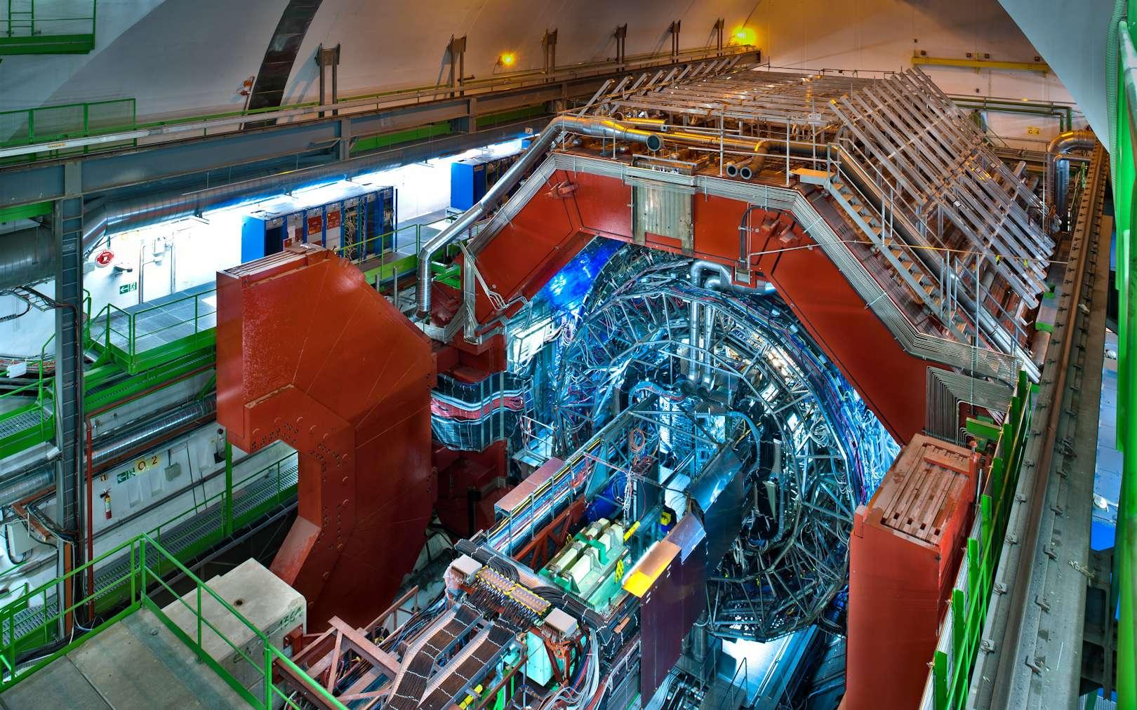 Une vue d'Alice (A Large Ion Collider Experiment) au Cern. Ce détecteur géant permet d'explorer la physique du plasma de quarks-gluons au LHC. © Cern, Antonio Saba
