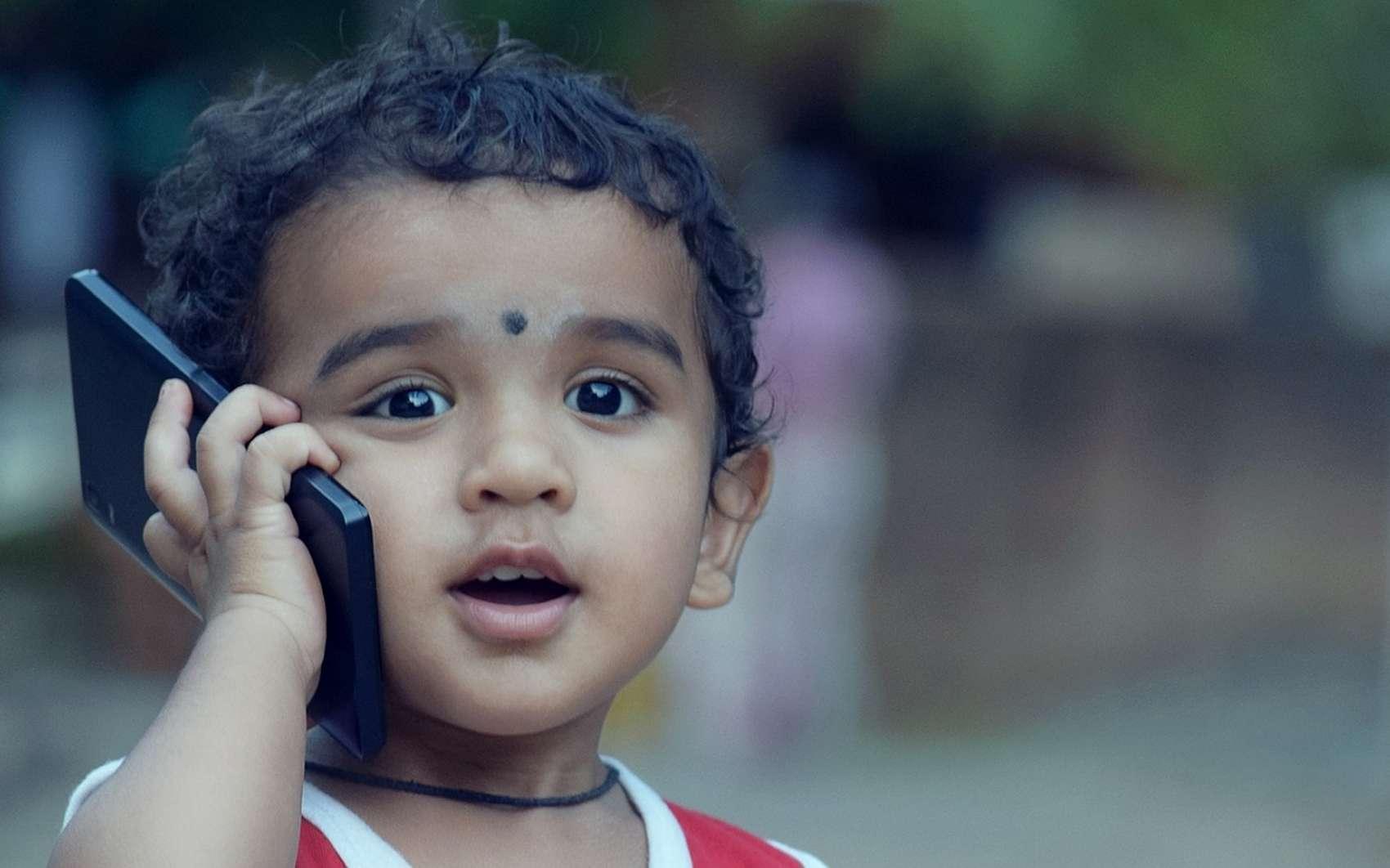Les plus jeunes enfants doivent être encadrés dans leur utilisation de la technologie, autant en termes de volume horaire que du contenu consulté. © Pixabay.com