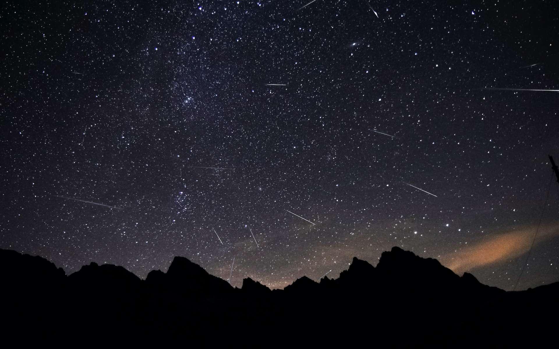 La pluie d'étoiles filantes des Perséides. © Marek, Adobe Stock