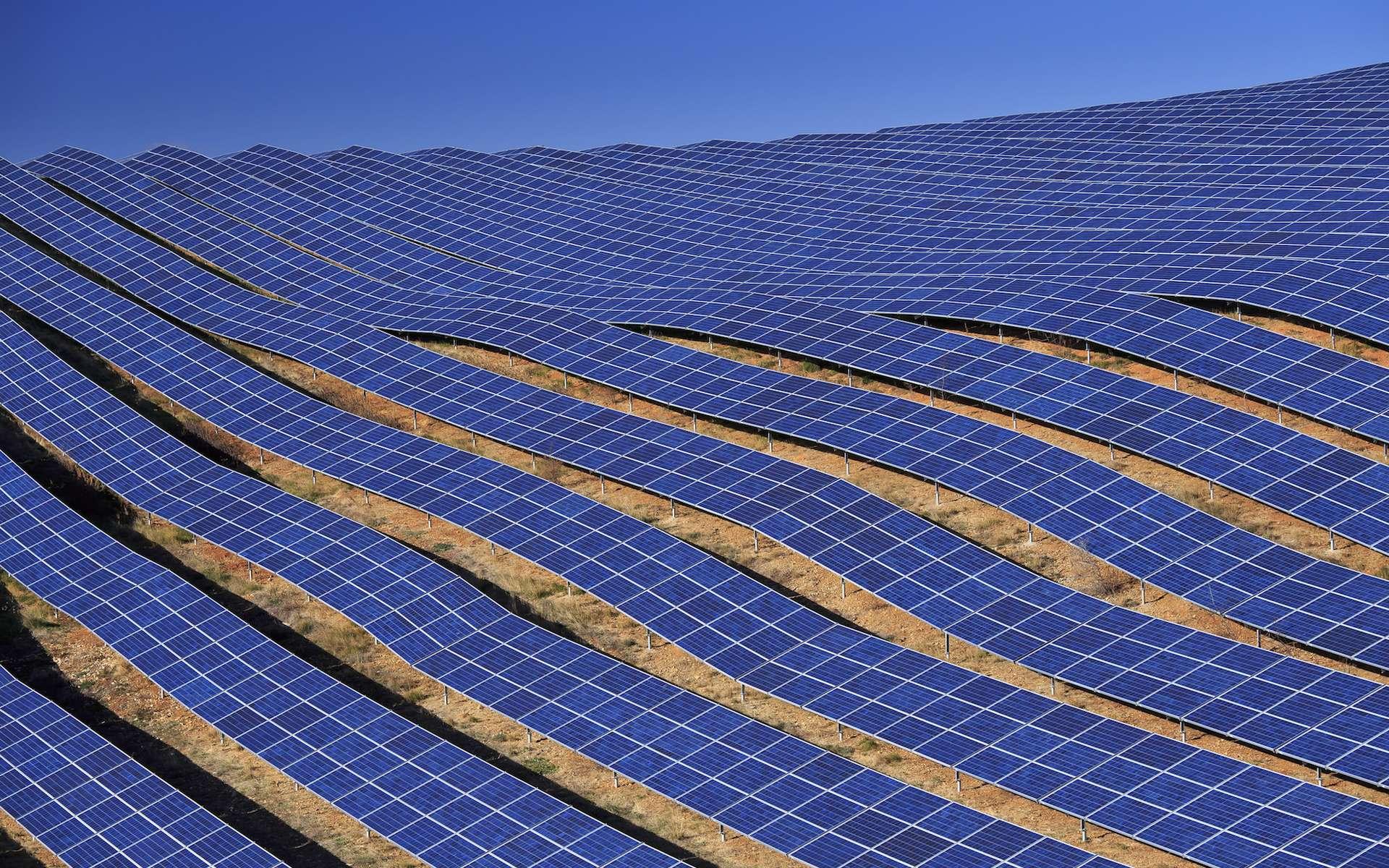 Les cellules pérovskites pourraient prochainement remplacer les cellules photovoltaïques à base de silicium dans les panneaux solaires. Des chercheurs seront réunis à Rennes, ces 17 et 18 mai, pour en débattre - parmi d'autres sujets - à l'occasion des 2e Journées Pérovskites Hybrides. © iamme ubeyou, Flickr, Domaine public