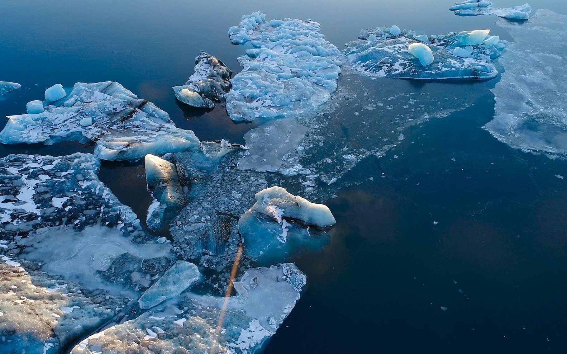 Des chercheurs de l'université de Harvard (États-Unis) ont mesuré les déformations de la croûte terrestre dues à la fonte des glaces. Elles s'étendent au-delà de ce qu'ils avaient imaginé. © Fly_and_Dive, Adobe Stock