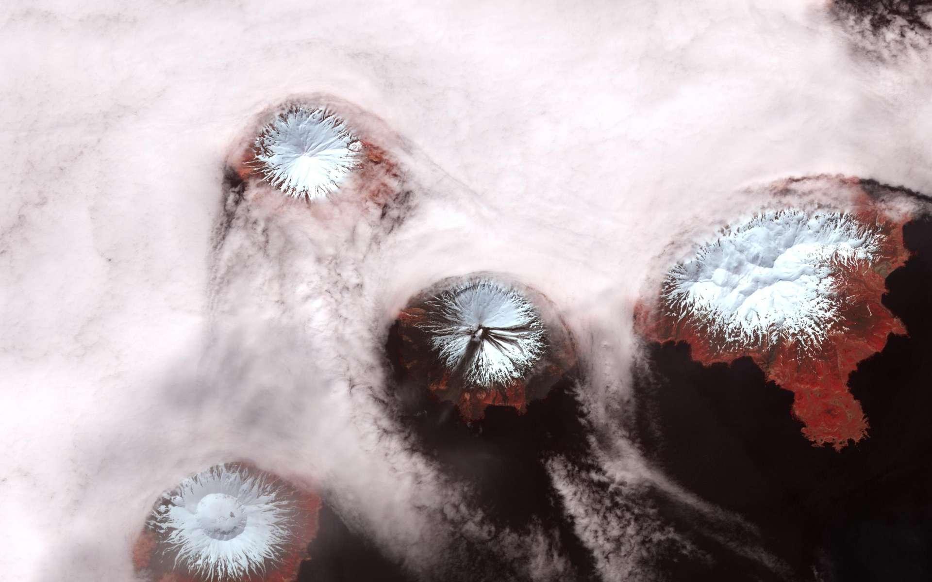 L'archipel des îles des Quatre-Montagnes photographié par la caméra du satellite Terra de la Nasa en 2010. © Nasa
