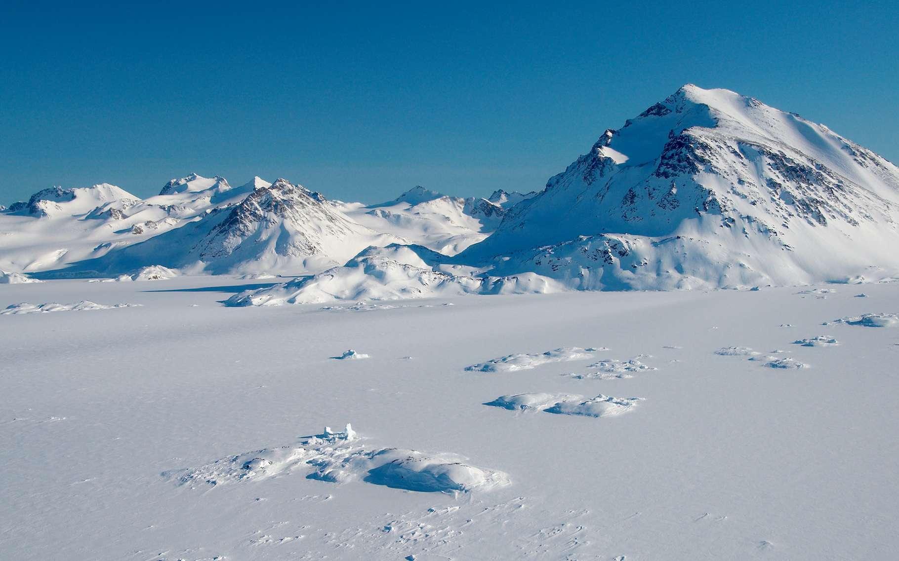 Aujourd'hui, la majeure partie du Groenland est couverte de glace. Mais des chercheurs de l'université du Vermont (États-Unis) montrent que cette glace a fondu au cours du dernier million d'années. La région était alors couverte de verdure. © Anouk Stricher, Adobe Stock