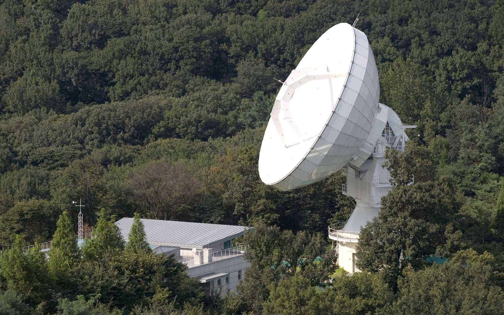 Le radiotélescope coréen de Séoul, à l'université de Yonsei, est l'un des quatre instruments utilisés pour former le radiotelescope virtuel de 8.000 kilomètres du projet Australia-Korea linkup. © Korean Astronomy and Space Science Institute