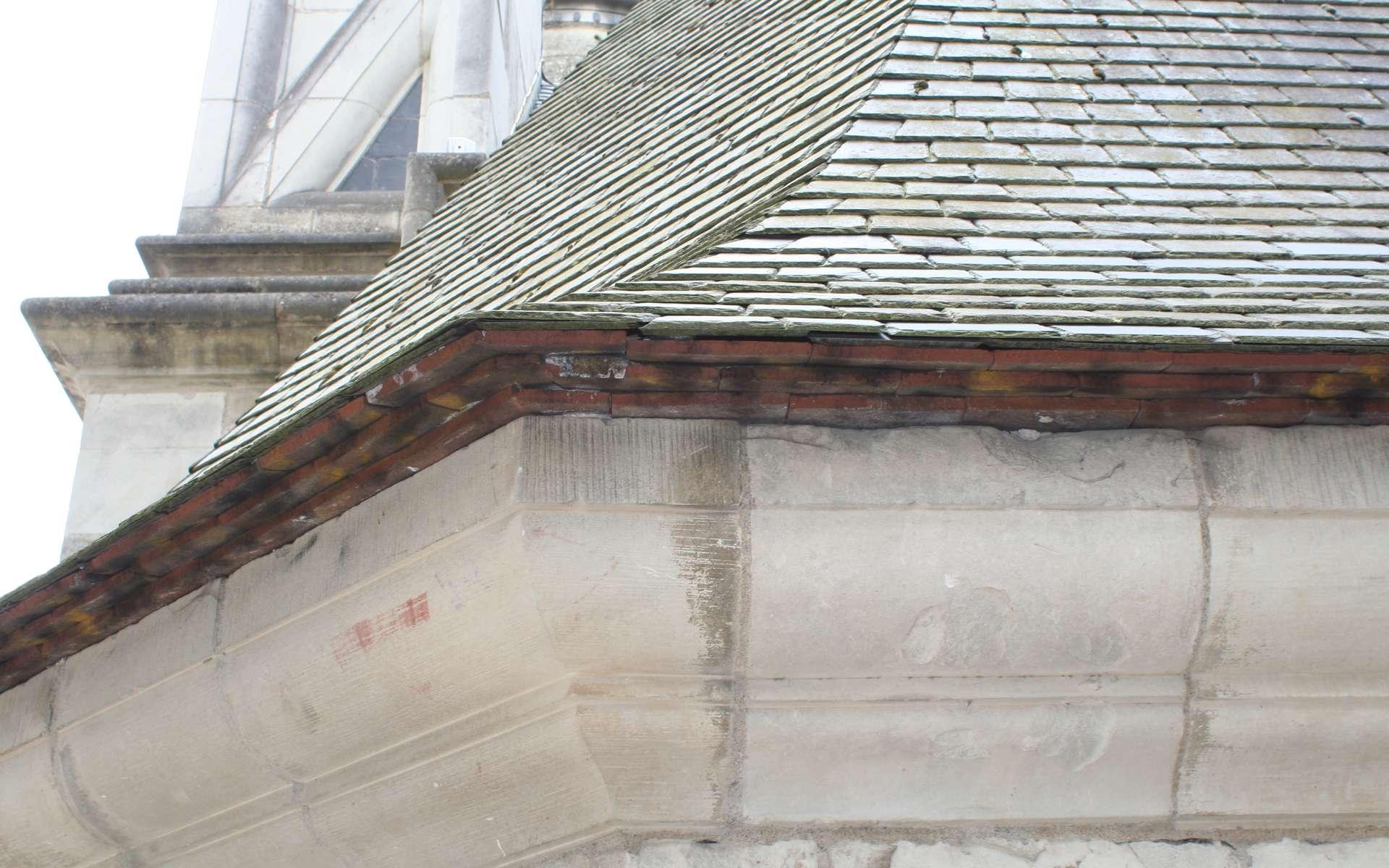 Le becquet peut être installé sur un égout de toiture comme celui-ci. © Coyau, CC BY-SA 3.0, Flickr