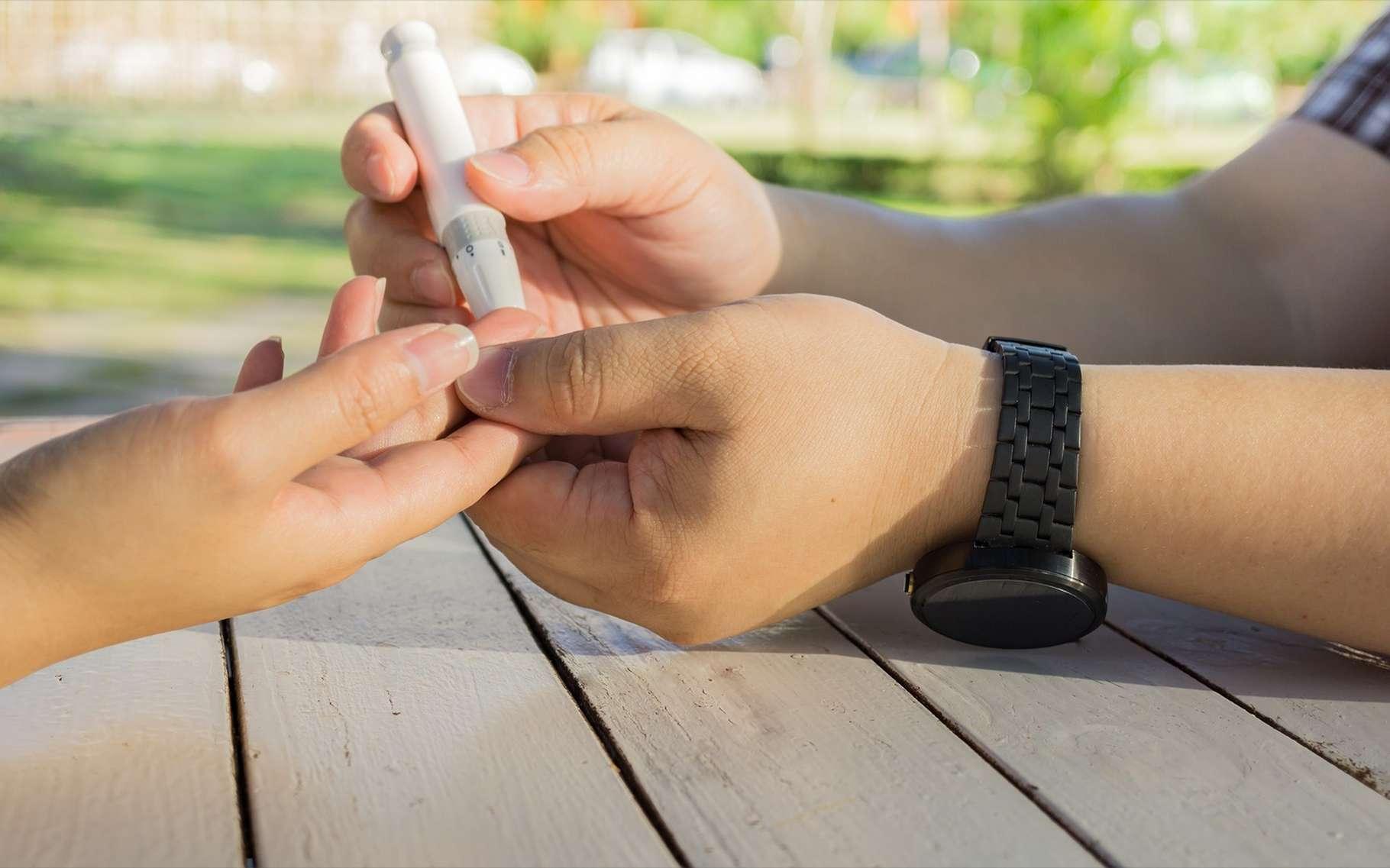 Le diabète de type 1 est une maladie auto-immune dans laquelle le système immunitaire s'attaque aux cellules productrices d'insuline. Le patient doit surveiller sa glycémie et avoir recours à une insuline synthétique. © Khongtham, Shutterstock