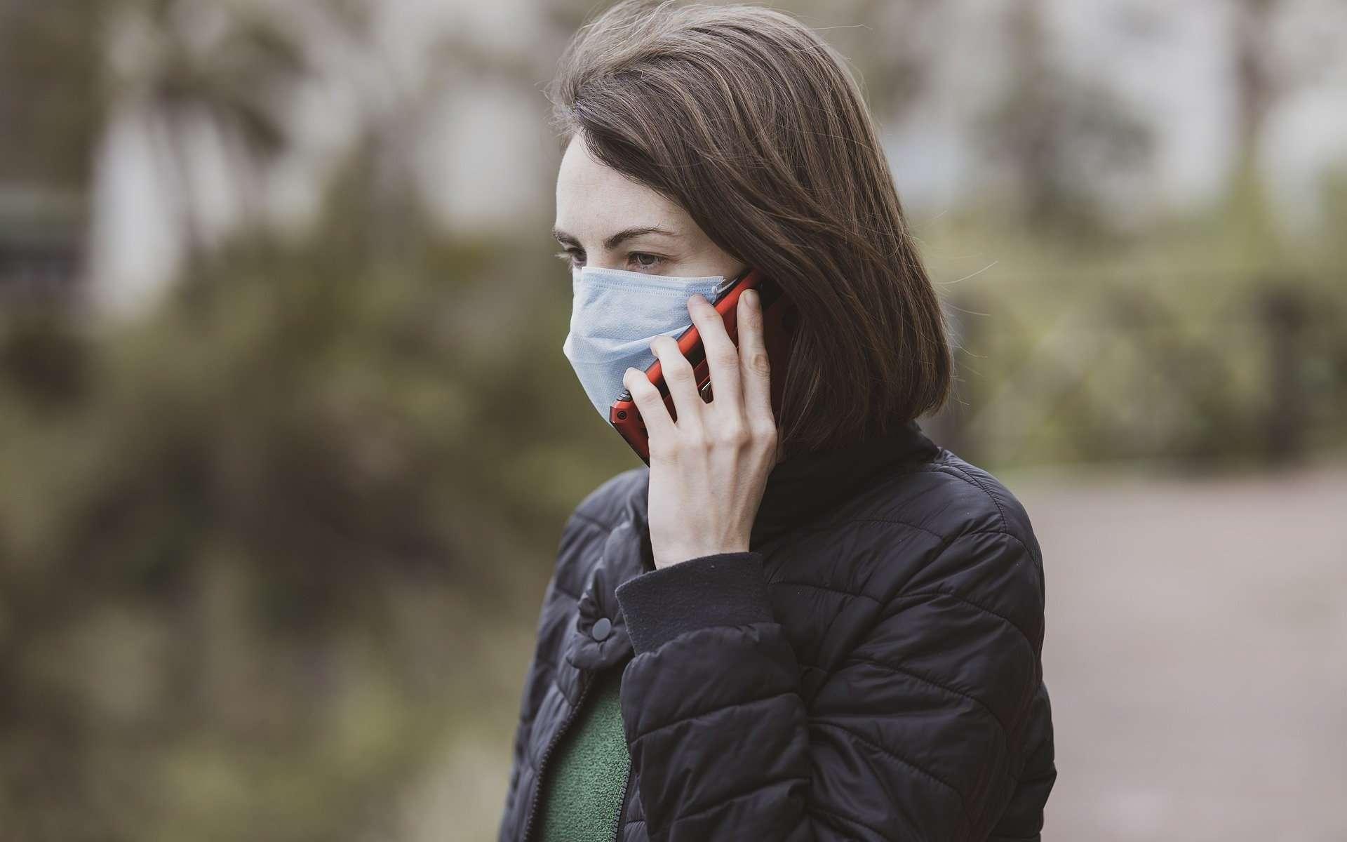 Toux, fièvre, maux de tête... En cas de doute, on peut appeler un numéro national 0 806 800 540 pour avoir un premier diagnostic. © Engin Akyurt / Pixabay