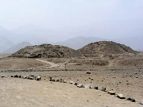 LES PYRAMIDES OUBLIEES DE CARAL Caral-210109aa