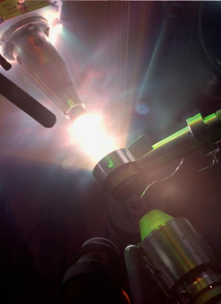 Une photo d'une expérience faisant intervenir le laser Omega. Crédit : <em>Lawrence Livermore National Laboratory</em>