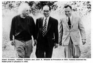 De gauche à droite Einstein, Yukawa et John Wheeler