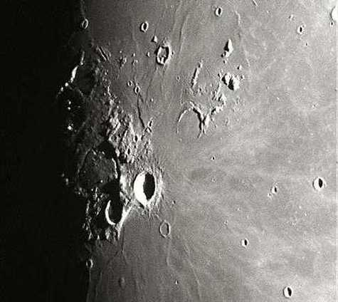 Le phénomène lumineux transitoire observé par l'équipage d'Apollo XVII, alors qu'il survolait la Lune à 110 kilomètres d'altitude (Crédit : NASA)
