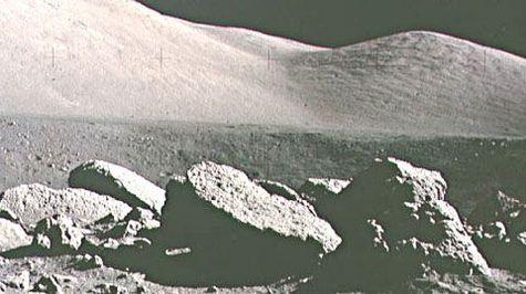 Des fossiles terrestres sur la lune ? A17a