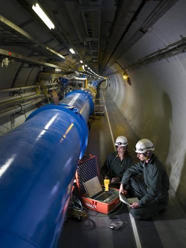 LHC: Projet d'étude des origines de l'univers au CERN RTEmagicC_LHCMAGNET.jpg