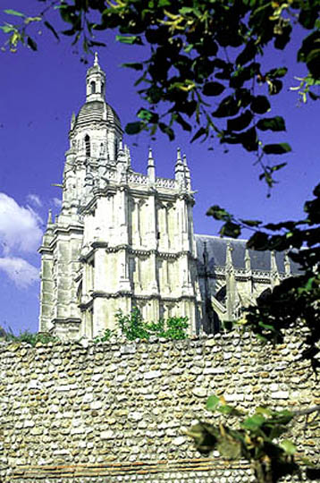 RTEmagicC_01_cathedrale-_photo_ot_Evreux.jpg.jpg