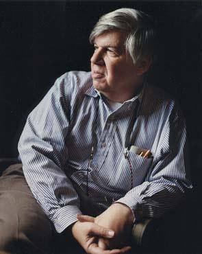 Le biologiste Stephen Jay Gould a étudié la musique en tant qu'effet collatéral de la sélection de caractères.
