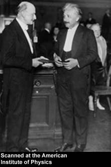 De gauche à droite Max Planck et Albert Einstein.