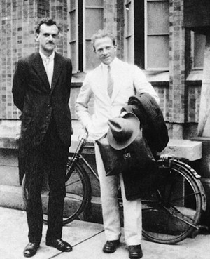 De gauche à droite Paul Dirac et Werner Heisenberg.
