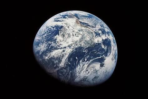 La terre est unique... et pour cause ! Terre-060307
